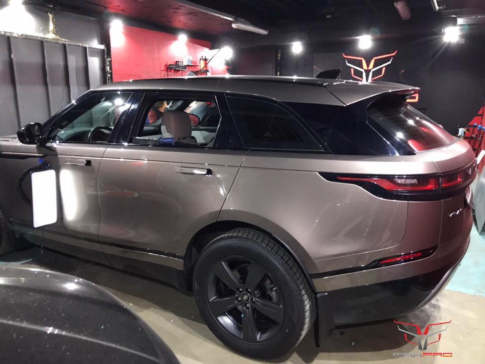 Вмятина на двери Range Rover Velar